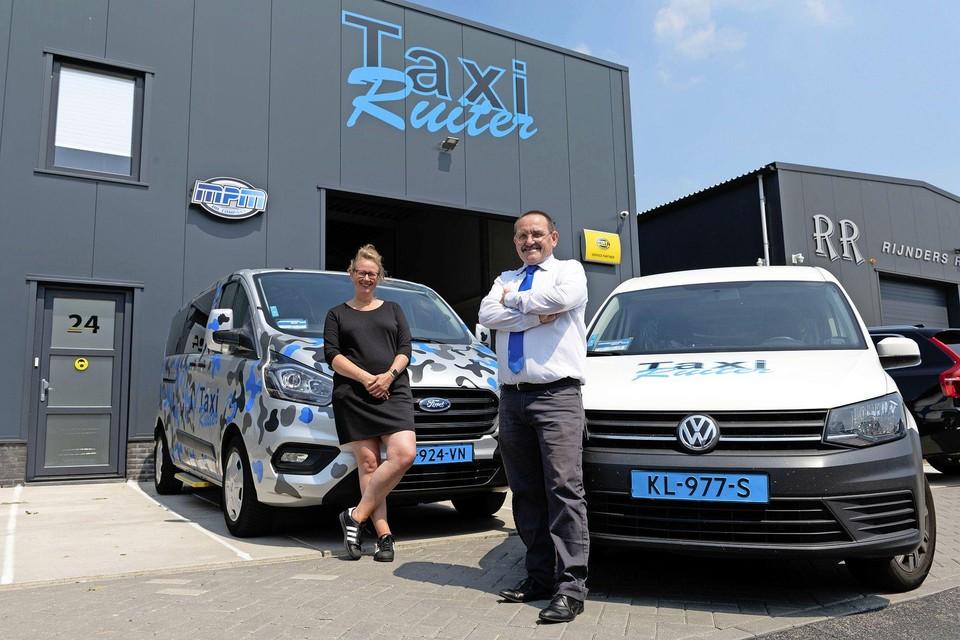 Ruud Kajuiter met zijn nieuwe werkgeefster Monique Ruiter.
