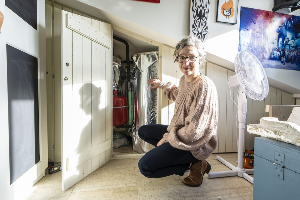 Anja Möltgen heeft op zolder een zonneboiler staan voor warm water. Het boilervat heeft ze recent ingepakt met isolatiemateriaal. In de zomer kan de temperatuur van het water in de zonneboiler oplopen tot wel 80 graden. In de winter wordt het juist weer kouder. Door het boilerfolie ontsnapt kan warmte bijna niet ontsnappen. Door de zonneboiler is het gasverbruik van de familie Moltgen met eenderde afgenomen. Wat het effect is van de folie om de boiler heen, is nog niet bekend.
