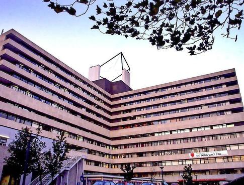 Heeft opengooien van ziekenhuizen als MC Slotervaart zin in coronatijd? 'Bij ons liggen de rails, maar er rijden geen treinen', zegt de een. 'Gebouwen zijn stofnesten geworden', vindt de ander