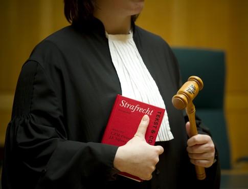 Celstraf geëist tegen ex-directeur school Alphen om ontucht