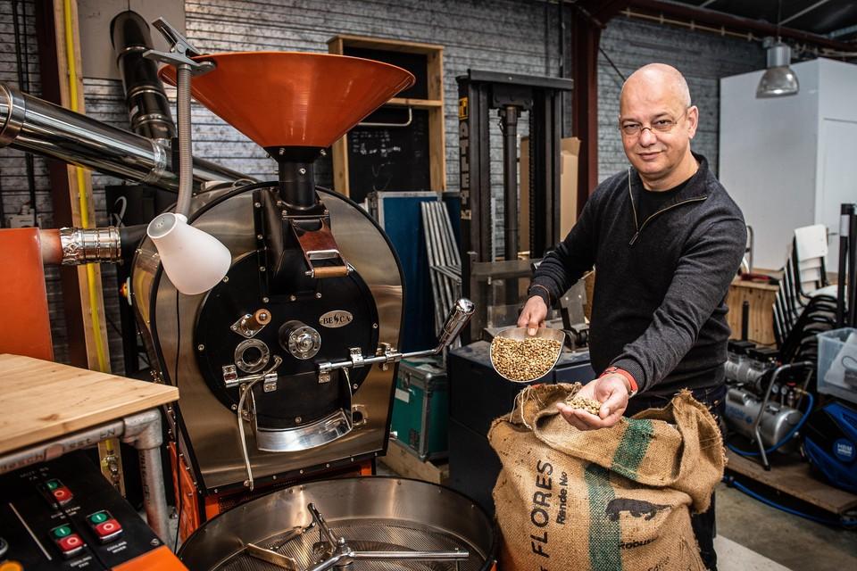 Dave van Eif zei zijn baan op om voltijd koffiebrander te worden. En met een missie: koffiedrinkers kennis laten maken met de wereld achter de koffieboon.
