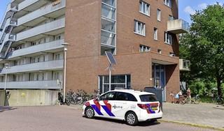 Woningoverval in Leiderdorp, politie zoekt verdachte in PostNL-jas