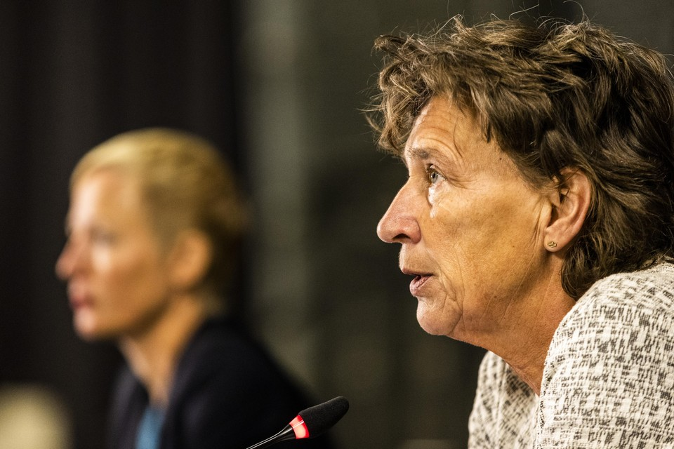 NOC NSF-voorzitter Anneke van Zanen–Nieberg (rechts) en KNGU-directeur Marieke van der Plas geven een toelichting op het advies.