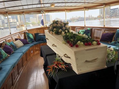 Een laatste boottocht als wateruitvaart