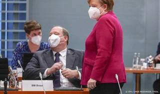 Kabinetschef Merkel ziet nog meer beperkingen niet-gevaccineerden