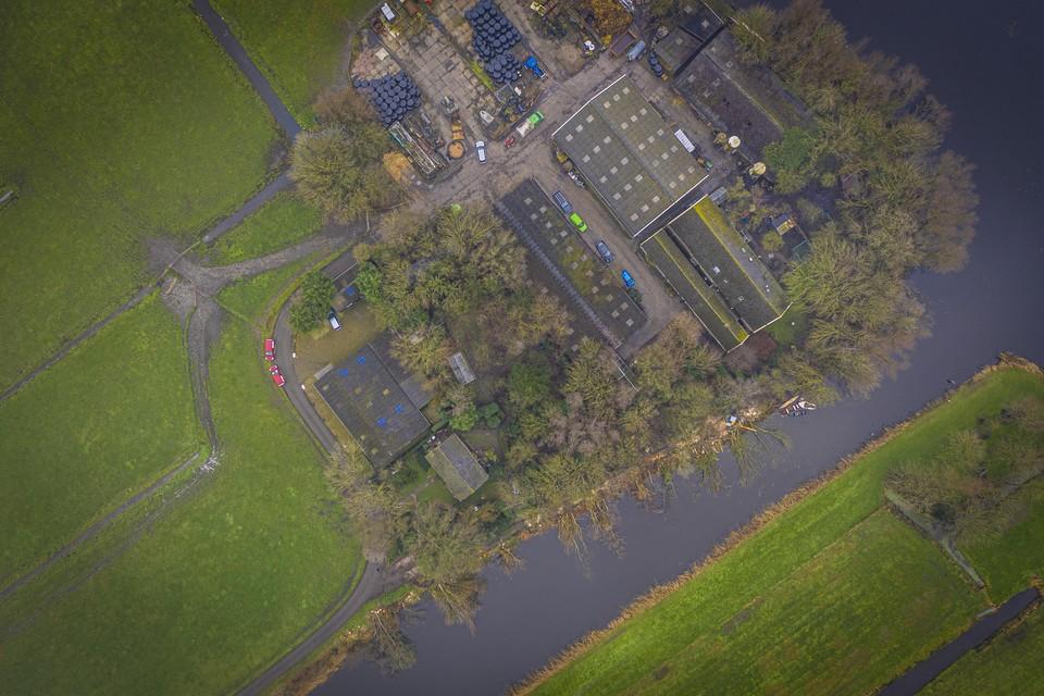 Ooit liep de Veenderdijk achter de boerderij van de familie Mooren langs.