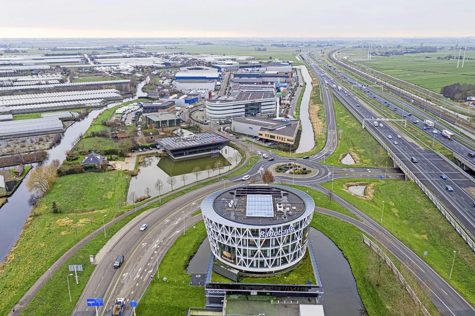 De Rabobank-vestiging in Roelofarendsveen, naast de afrit van de A4, zal nooit meer opengaan.