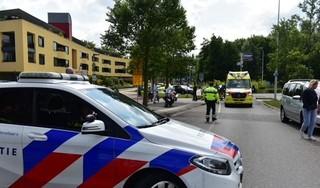 Vrouw zwaargewond na botsing met auto in Leiden