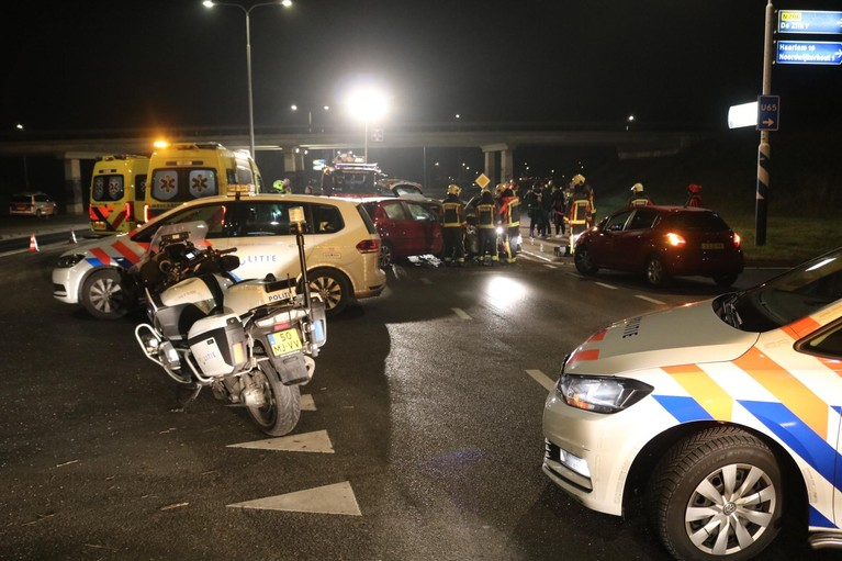Zwarte Piet gewond bij zwaar ongeval bij Noordwijkerhout [video]