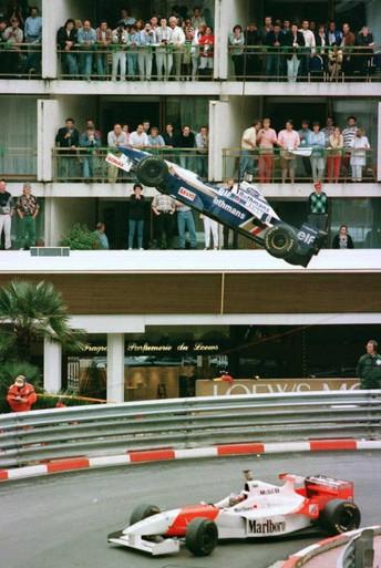 Toen er op 19 mei nog wél gesport werd: meestal is Olivier Panis veldvulling, maar in de chaos van Monaco wint hij opeens [video]