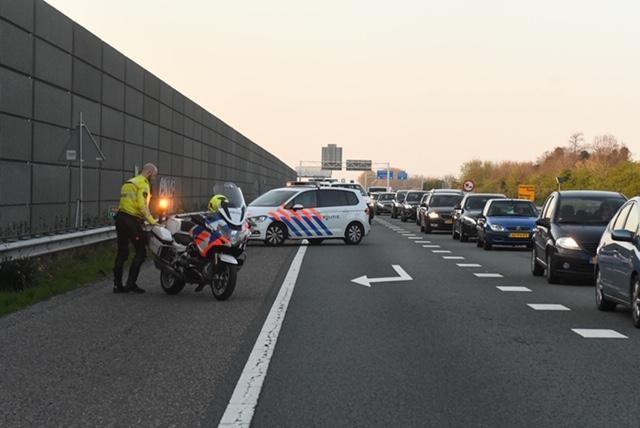 Gewonde bij kop-staartbotsing op A44 bij Leiden