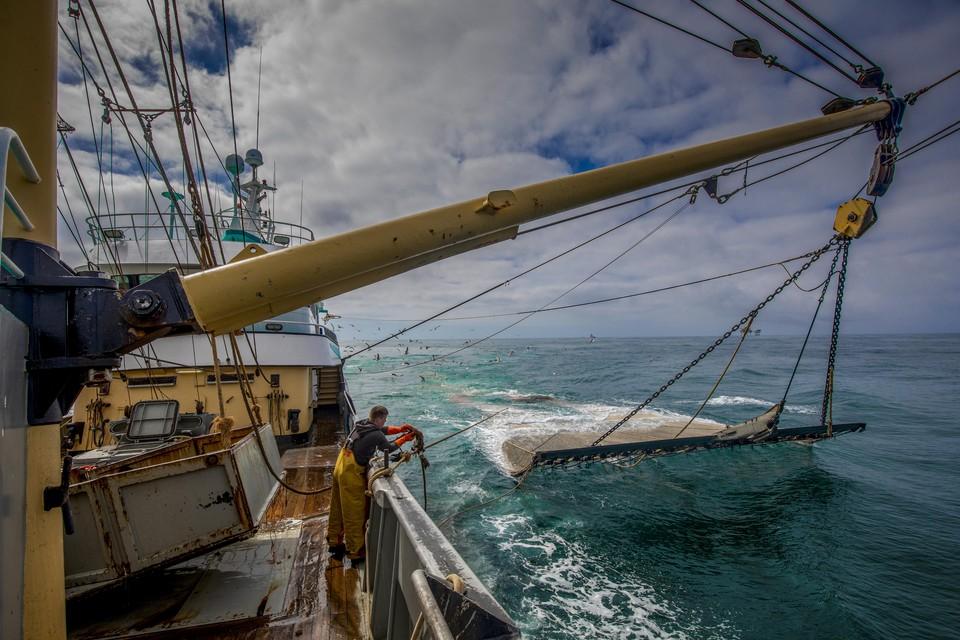 Kottervissers aan het werk op de Noordzee.