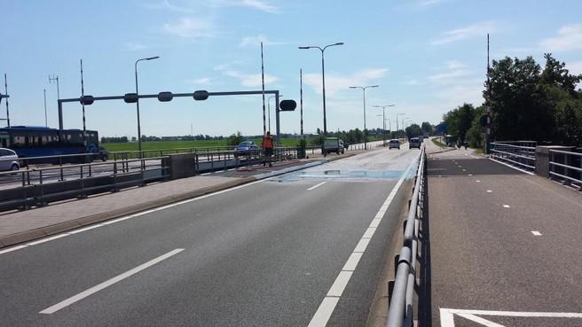 Scheepvaart urenlang gestremd door kortsluiting Leimuiderbrug