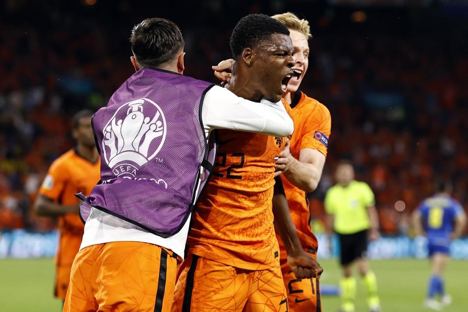 Denzel Dumfries groeide in zeven jaar tijd van relatieve 'nobody' bij de topamateurs uit tot uitblinker in de openingswedstrijd van Oranje op het EK.