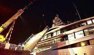 De 94 meter lange Viva heeft de reis van Kaag naar Braassem goed doorstaan en wil donderdag Alphen passeren [video]