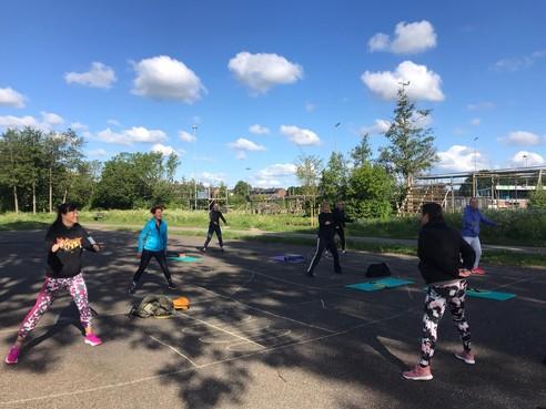 Sportscholen gaan naar buiten: Hazerswoudse Sport2BFit werkt aan uitgebreid buitenrooster op drie terreinen [video]