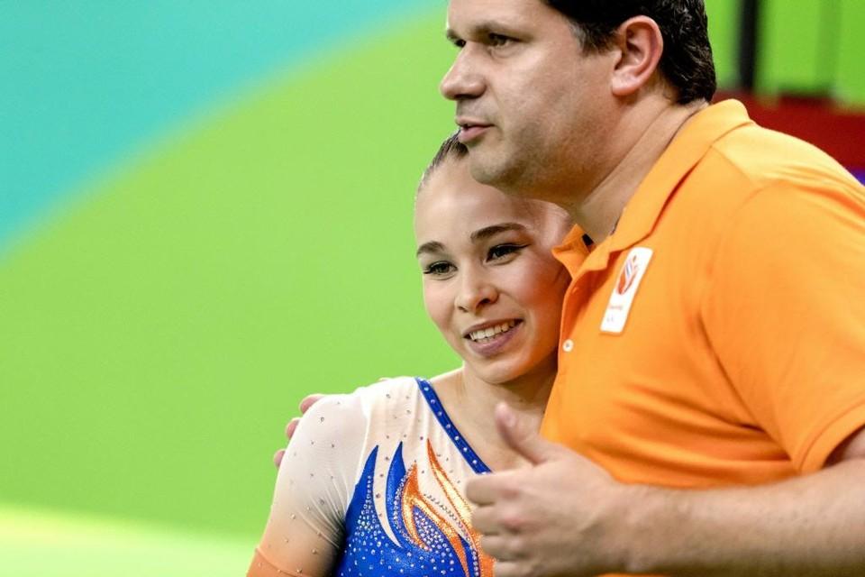 Patrick Kiens en turnster Eythora Thorsdottir tijdens de finale meerkamp turnen op de Olympische Spelen van Rio.