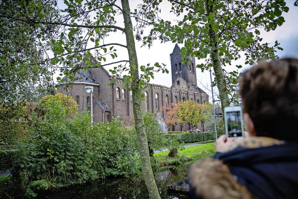 Een foto van 5 november 2019, een dag na de verwoestende brand in de Onze-lieve-vrouw-geboortekerk in Hoogmade. Een nieuwe kerk begint aan alle kanten dichterbij te komen.