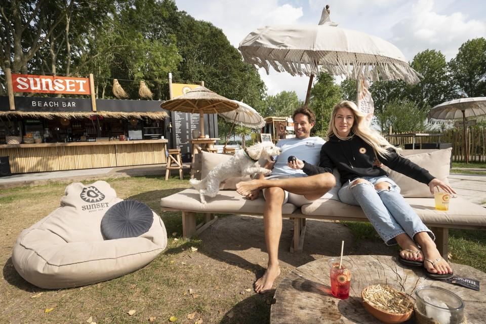 Ondernemer Thijs Bezemer is samen met zijn vrouw Joyce den Horder eigenaar van de Sunset Beachbar op de Westkanaalweg.