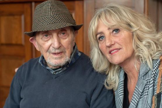 Marjolijn Bruurs uit Muiderberg mantelzorgt voor haar demente vader: 'Je leeft twee levens'