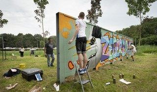 Graffitimuur in gebruik genomen in recreatiegebied Zegersloot: wand klaar, spuiten maar!