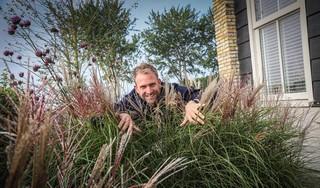 Boer Tom maakt goede sier met gras