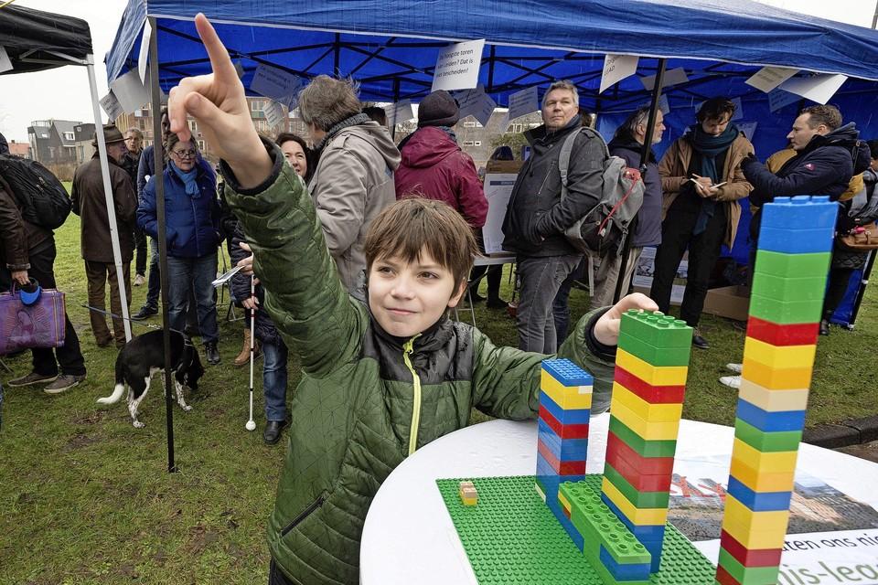 Tijdens een protest-manifestatie tegen extreme hoogbouw langs de Willem de Zwijgerlaan werd het omstreden Lead-project al eens in Lego op schaal uitgebeeld.