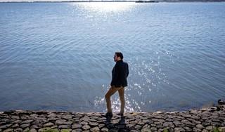 Erik Anders voert een bitter gevecht met hulpverlening na de dood van zijn vrouw en dochtertje van twee
