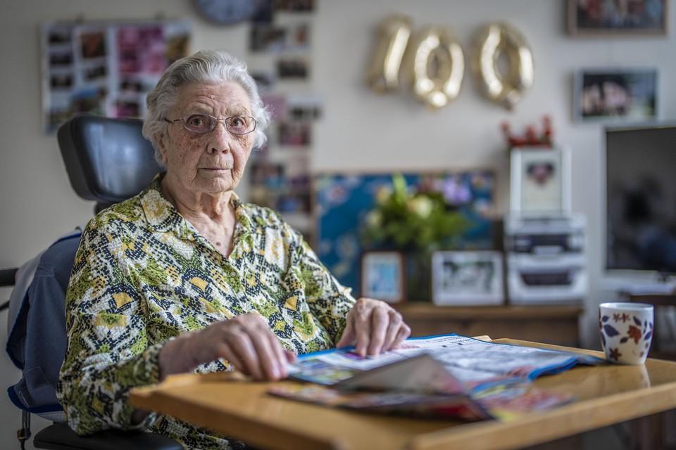 Corrie Schijf-Van 't Wout uit Alphen aan den Rijn is 100 jaar.