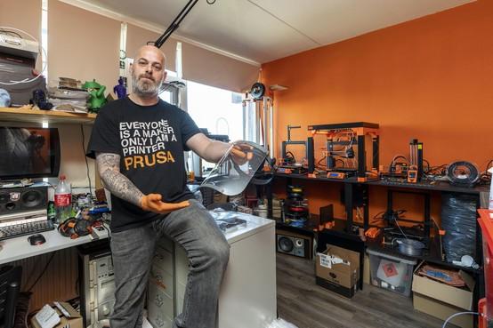 3D-Printman maakt beschermende maskers voor 'helden in de regio'