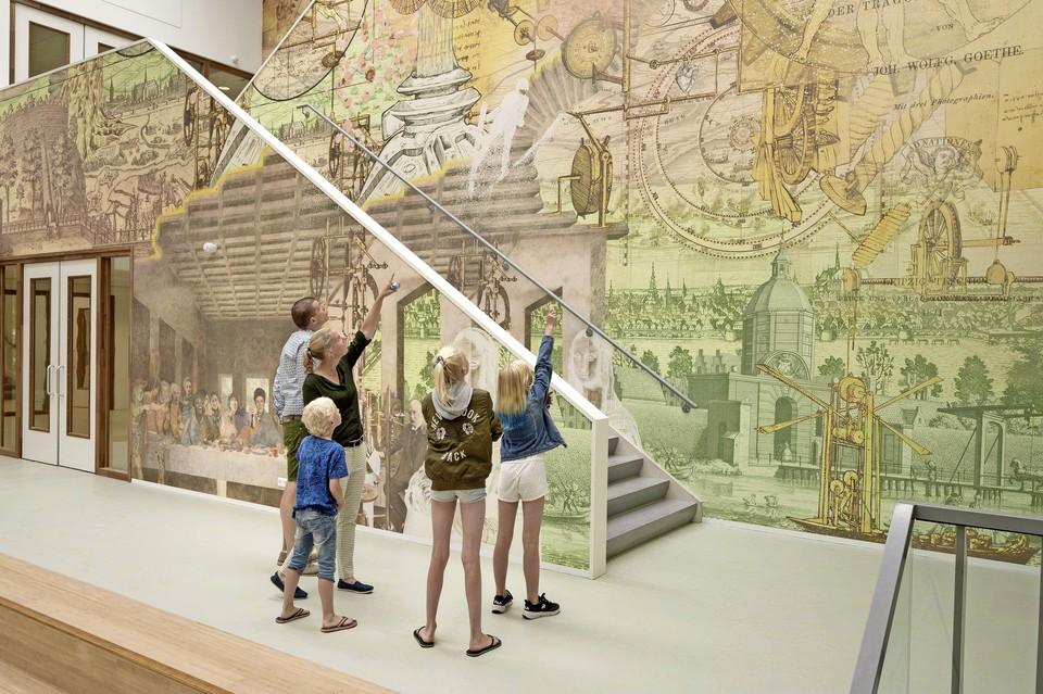 Wie is nu wie in 'Leidse avondmaal' onvmdaal; Laatste Avondmaal dat Barbara van Druten en Niki Koutouras van ARTvertisements maakten voor het Leonardo College?