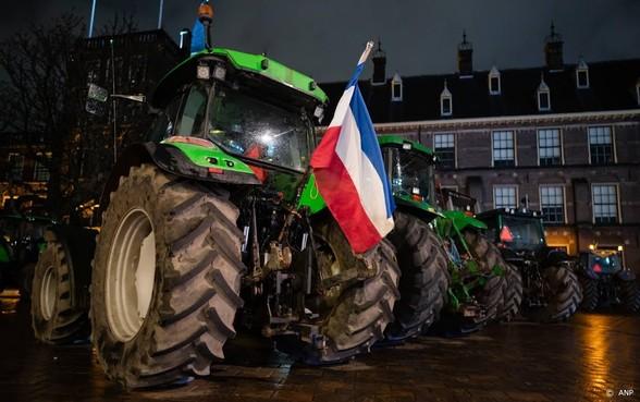 Eerste boeren met tractoren al in Den Haag voor boerenprotest