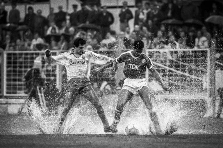 Toen er op 8 april nog wél gesport werd: Ajax blijkt het best te kunnen zwemmen in Zaragoza [video]