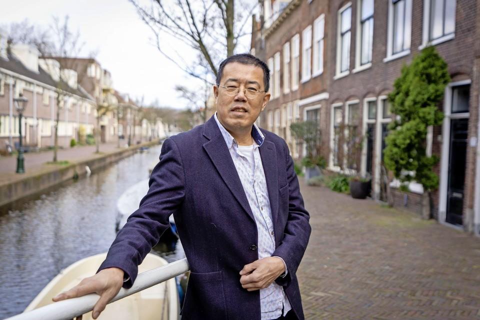 Yung Lie is ambassadeur voor het Boerhaavedistrict en het Morsdistrict: ,,Af en toe heb ik nog gevraagd of ik moest helpen, maar dan zeiden ze telkens nee.''