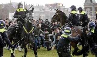 Verboden demonstratie op Museumplein Amsterdam loopt uit de hand: ME ingezet [video, foto's]