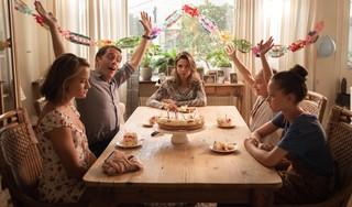 Filmrecensie 'Buiten is het feest':Abbey Hoes fraai als gekwelde dochter