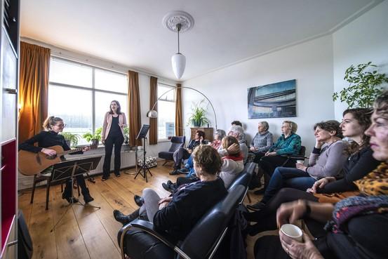 Verscheidenheid troef bij huiskamerfestival Gluren bij de Buren in Leiden