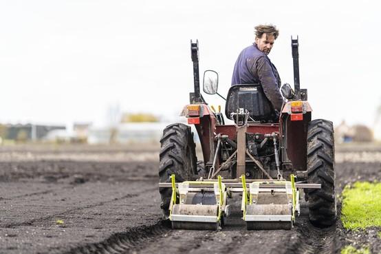 Loeren bij de boeren: op de 'grasmaaier' is zaaien veel makkelijker