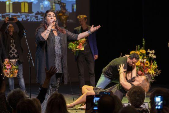 Zangeres Christa Kerdijk uit Sassenheim wint finale van Leids Festival van het Levenslied: 'Eindelijk is het me nu wel gelukt' [video]
