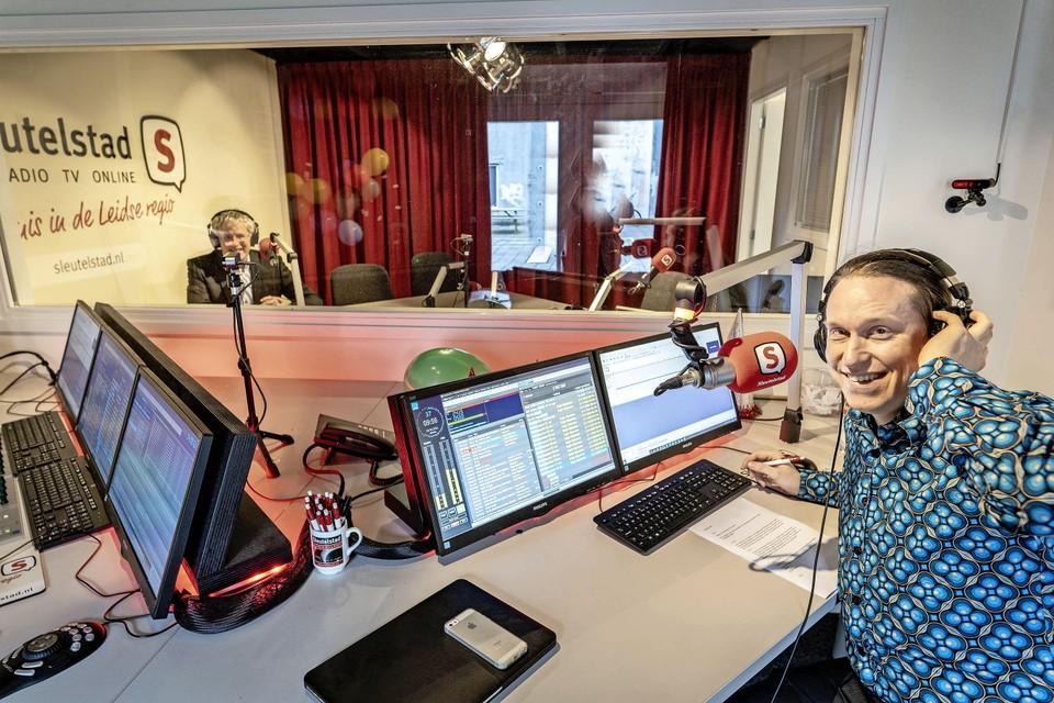 Simon Otjes, in het dagelijks leven docent Nederlandse politiek, maar voor de podcast maakt hij zijn debuut als radiomaker.