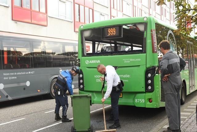 Twee bussen botsen bij station Leiden, geen gewonden