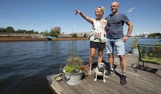 Woonbootbewoners Esther en Huib van Velzen redden verwarde jongen uit het water: 'Ik zou het zo weer doen'