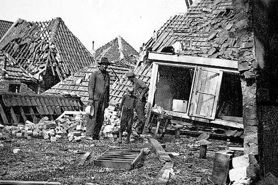 Rina Nauta-Graaf (1910-1999) fotografeerde in april 1945 de verwoesting rond de Weverstraat en de Parkstraat in het centrum van Den Burg, haar man had daar zijn fotozaak.