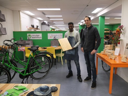 Shoppen: ambachtenwerkplaats, winkel en repaircafé