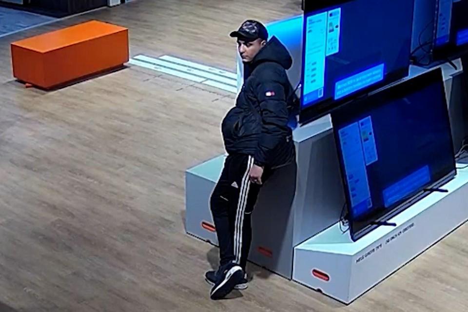 De verdachte die afrekende met geld van de Voorschotenaar.