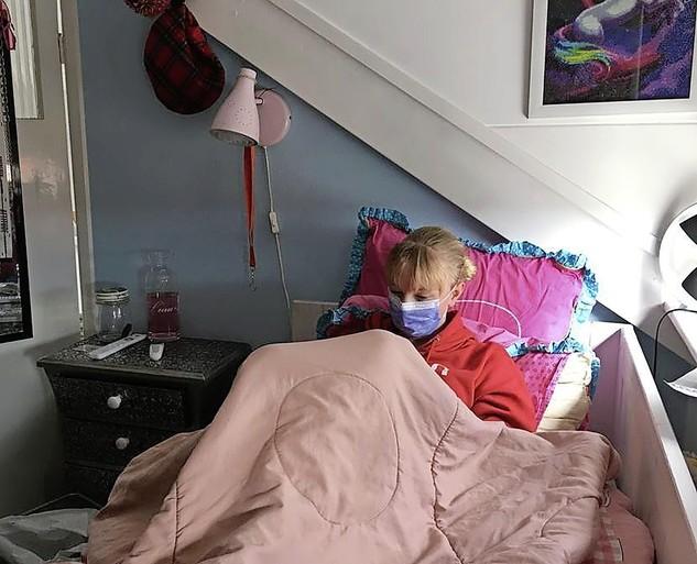 Coronapatiënt Merel van 12 is stabiel, maar helemaal op en uitgeput. Duizenden reacties op oproep van haar moeder om kinderen binnen te houden