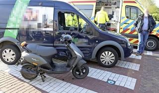Gewonde bij botsing tussen brommer en busje in Hillegom
