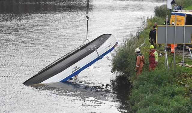 Roeiboot die in botsing kwam met zandschip in Valkenburg geborgen [video]