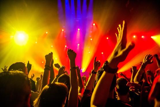 Dansfeest voor deelnemers aan Singelloop in Gebr. de Nobel