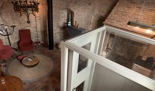 Slapen in de Hoornse Mariatoren is onderduiken in een romantisch sprookje